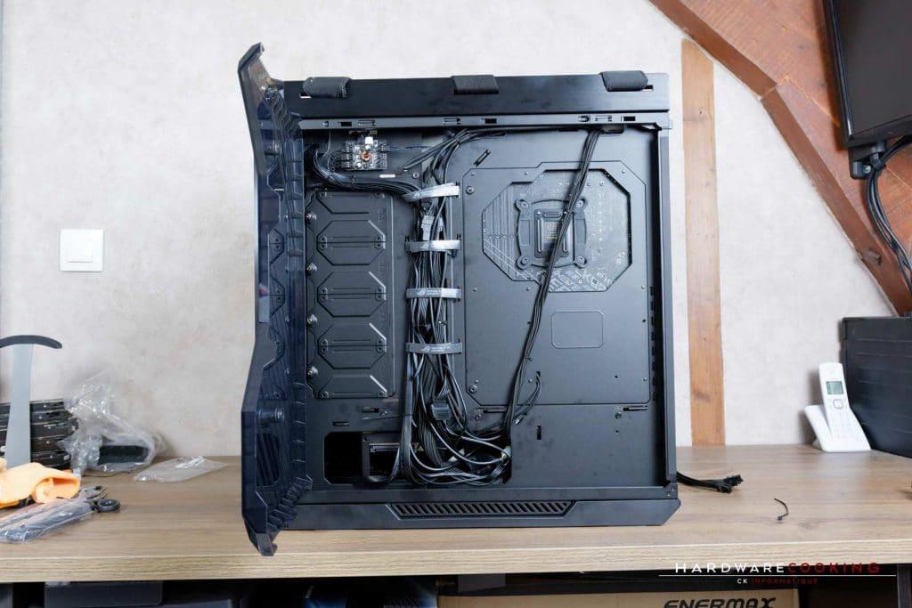 Cable management ASUS ROG Strix Helios