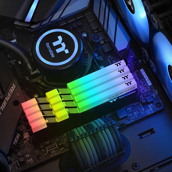 Mémoire DDR4 Thermaltake TOUGHRAM RGB MEMORY