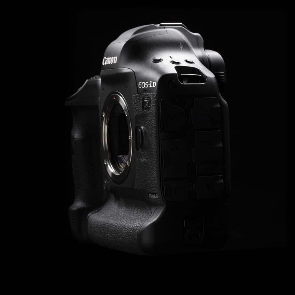 boitier nu 3/4 canon eos 1dx mark iii sur fond noir